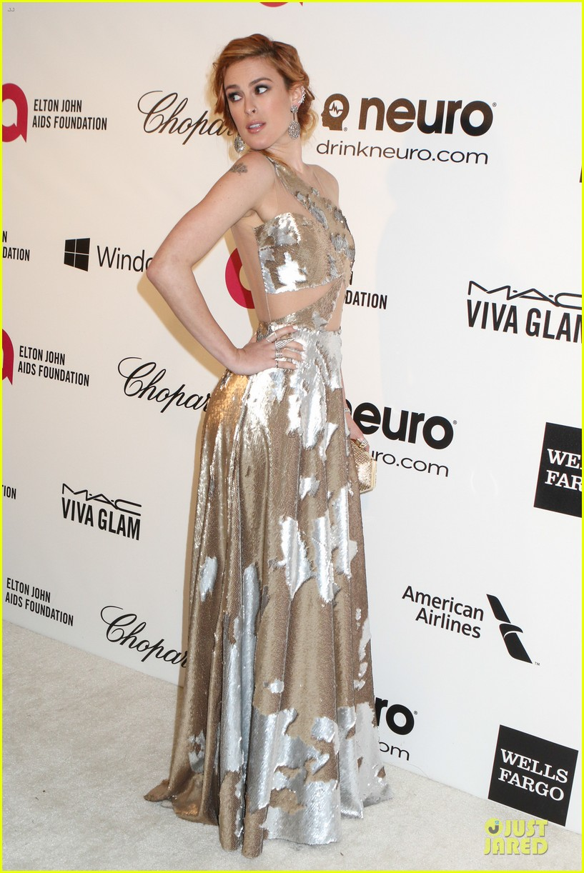 rumer willis stuns in metallic dress at elton john oscars party 2014 06