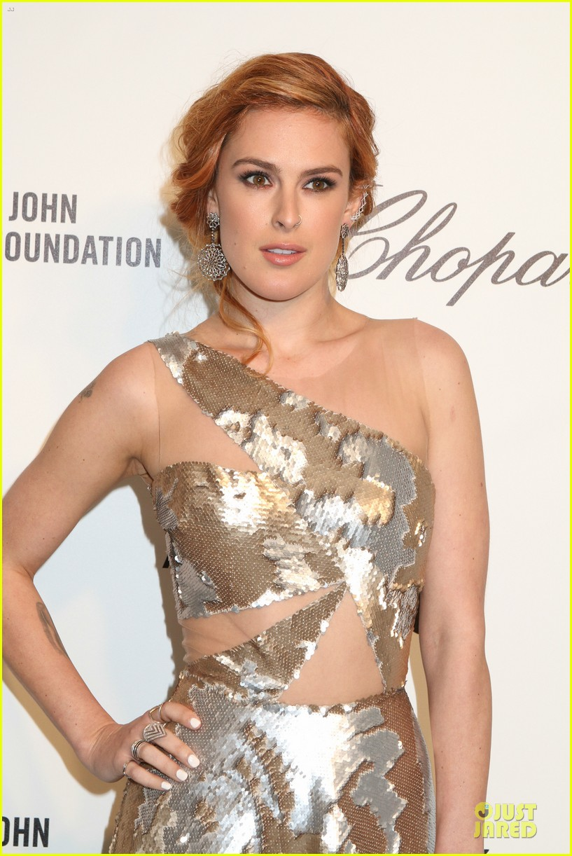 rumer willis stuns in metallic dress at elton john oscars party 2014 07