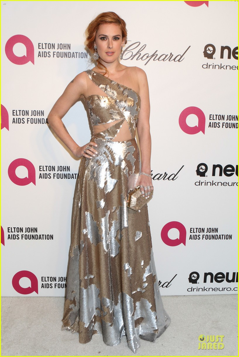 rumer willis stuns in metallic dress at elton john oscars party 2014 08