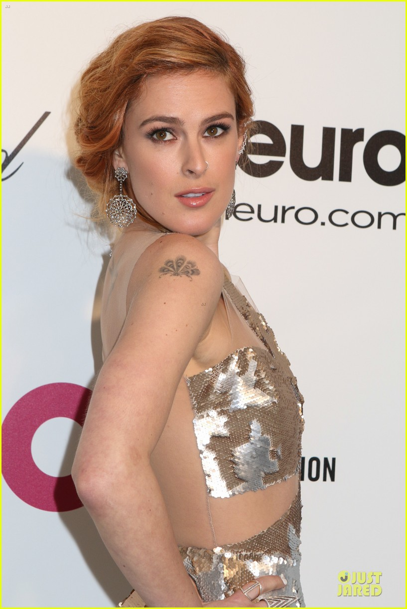 rumer willis stuns in metallic dress at elton john oscars party 2014 13