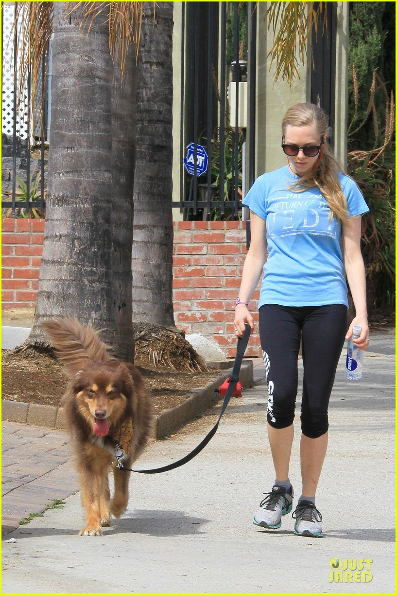 amanda seyfried finn enjoy healthy treadmill workout watch video now 12