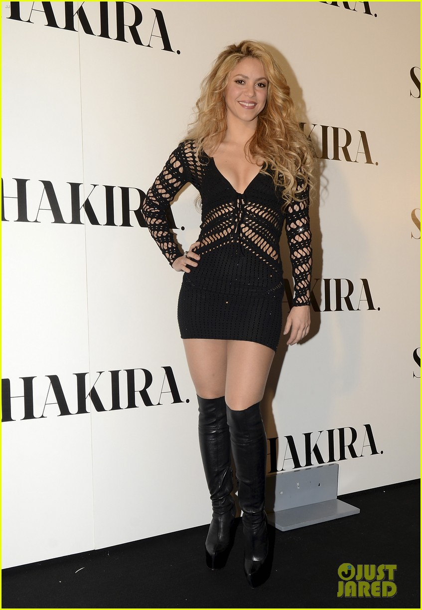 shakira celebrates new album with gerard pique in barcelona 033075907