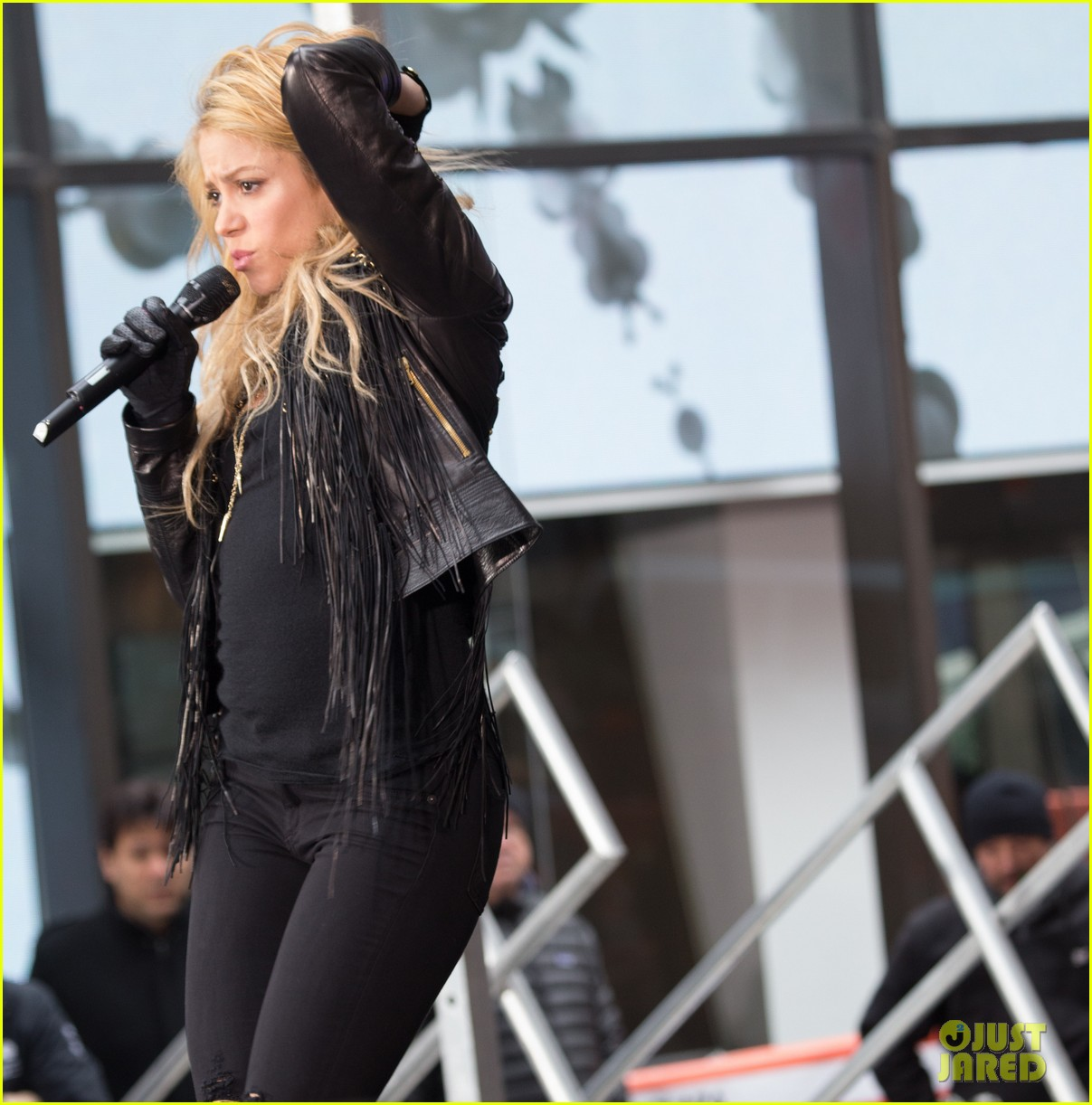 shakira brings the house down with hips dont lie empire on today show 06
