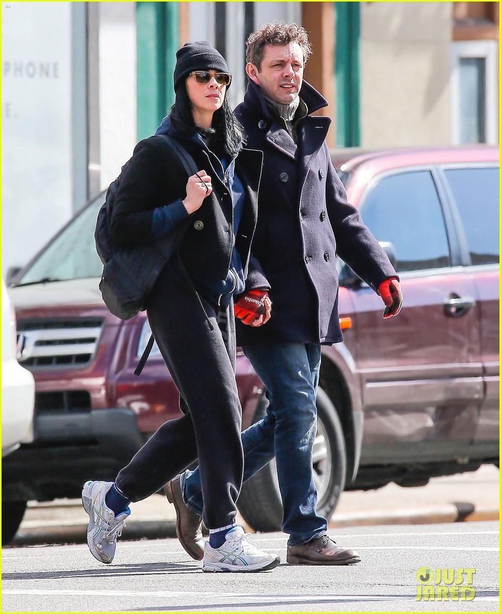 michael sheen sarah silverman hold hands romantic stroll 01