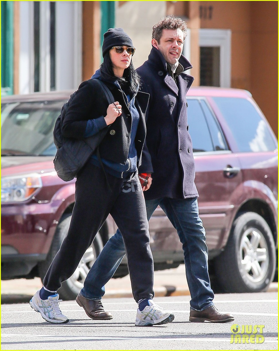 michael sheen sarah silverman hold hands romantic stroll 05