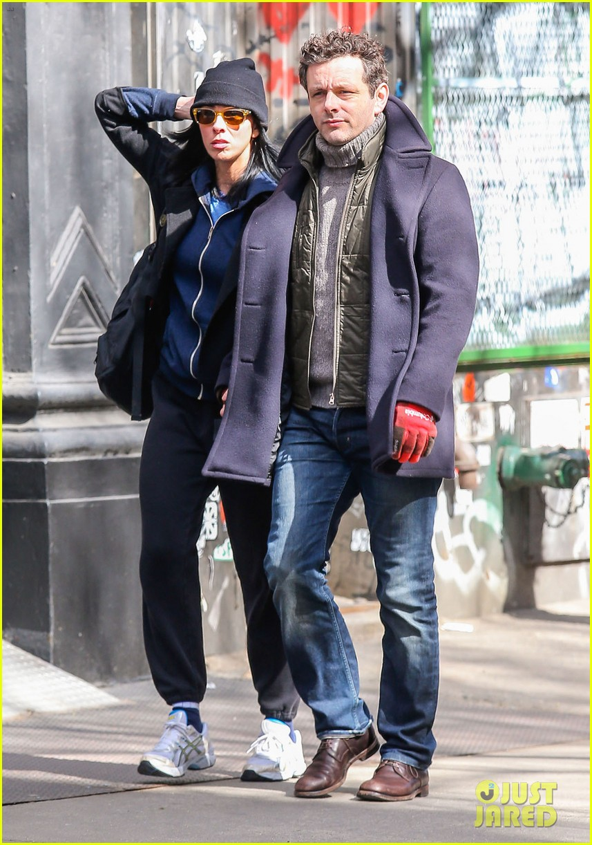 michael sheen sarah silverman hold hands romantic stroll 073072682