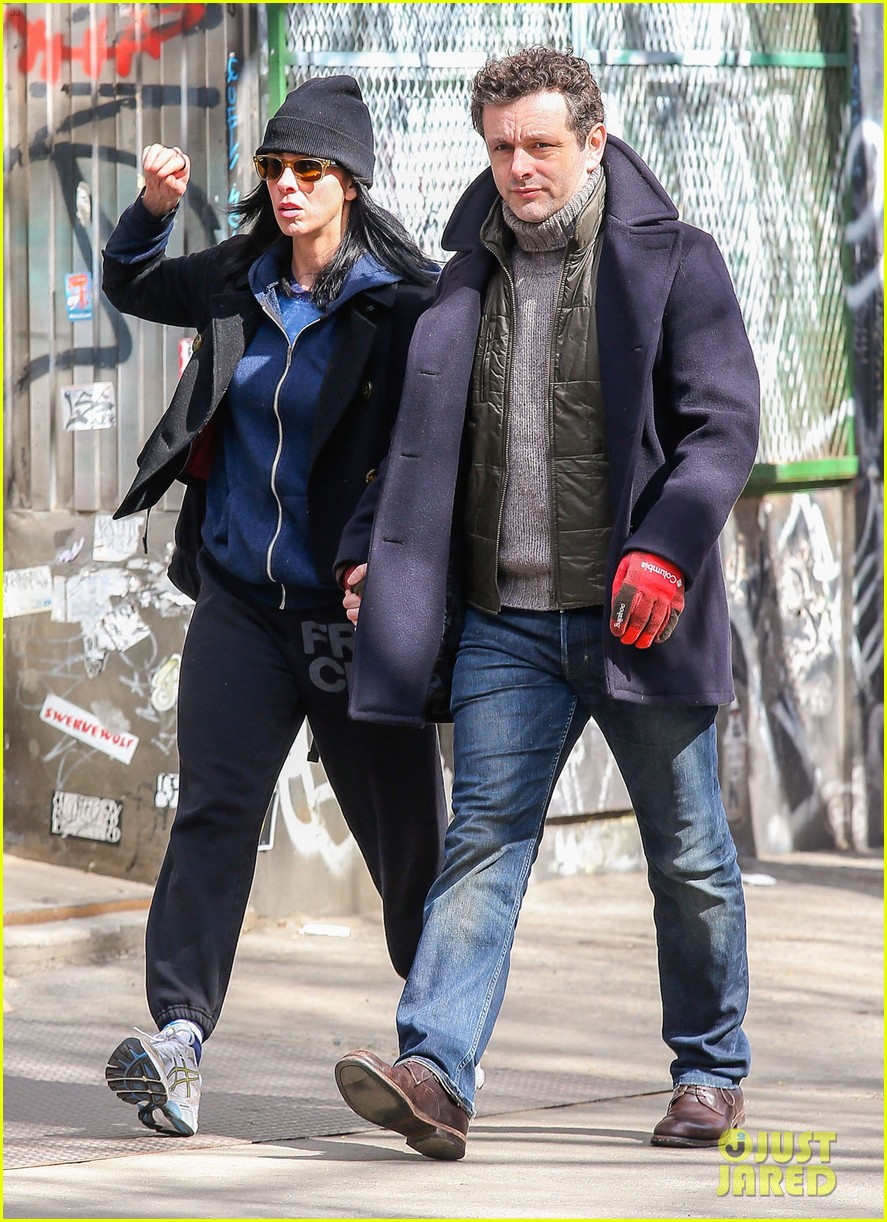 michael sheen sarah silverman hold hands romantic stroll 123072687