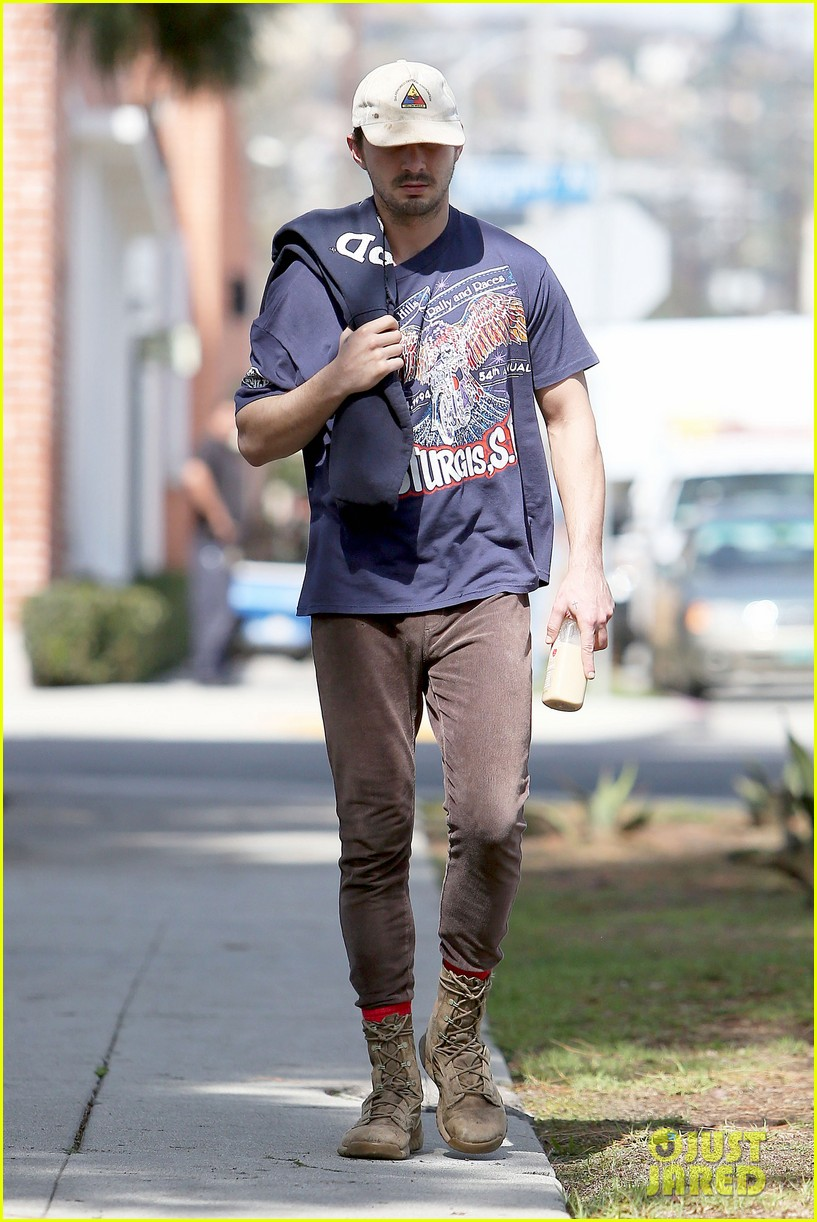 shia labeouf finds a parking ticket on his windshield after workout 18