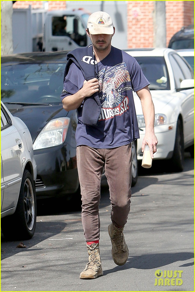 shia labeouf finds a parking ticket on his windshield after workout 19