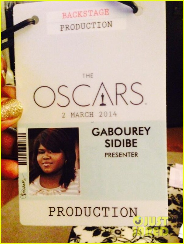 gabourey sidibe gets to work on oscars 2014 red carpet 02