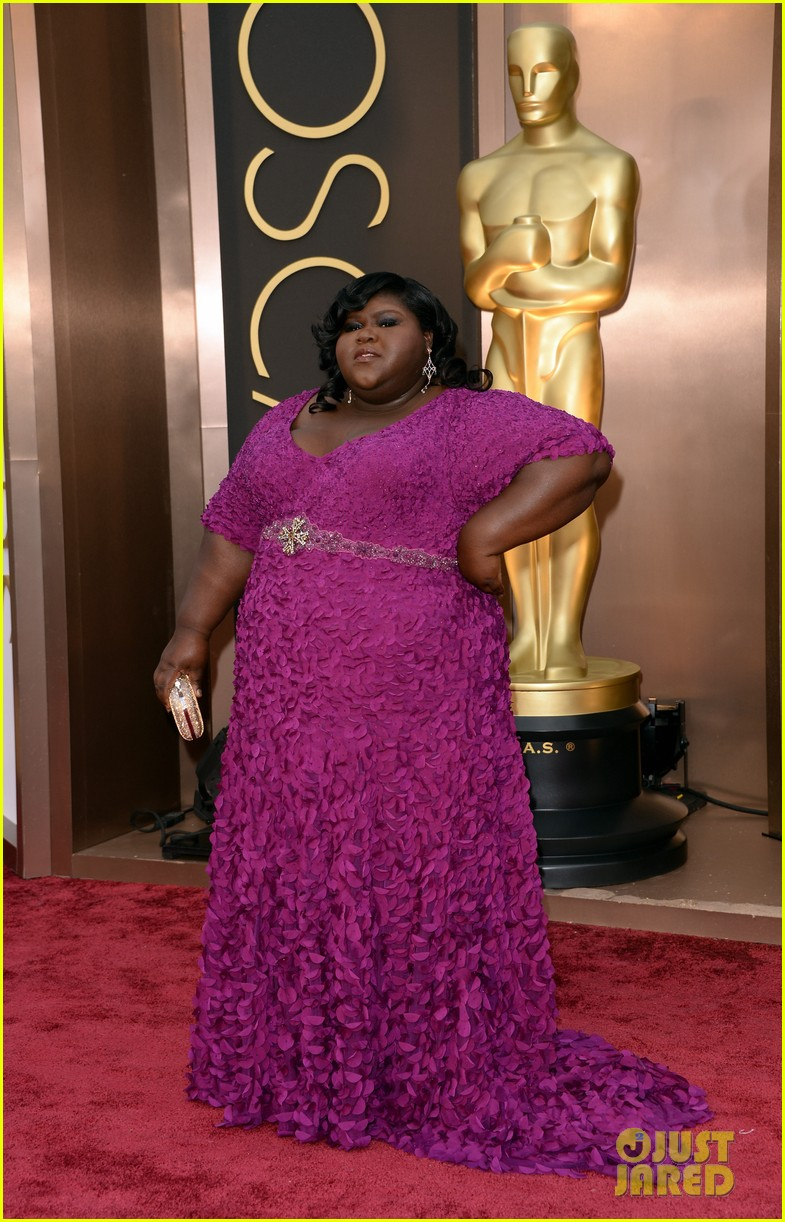 gabourey sidibe gets to work on oscars 2014 red carpet 04