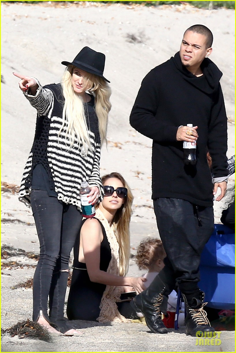 ashlee simpson evan ross beach with diana ross 033080792