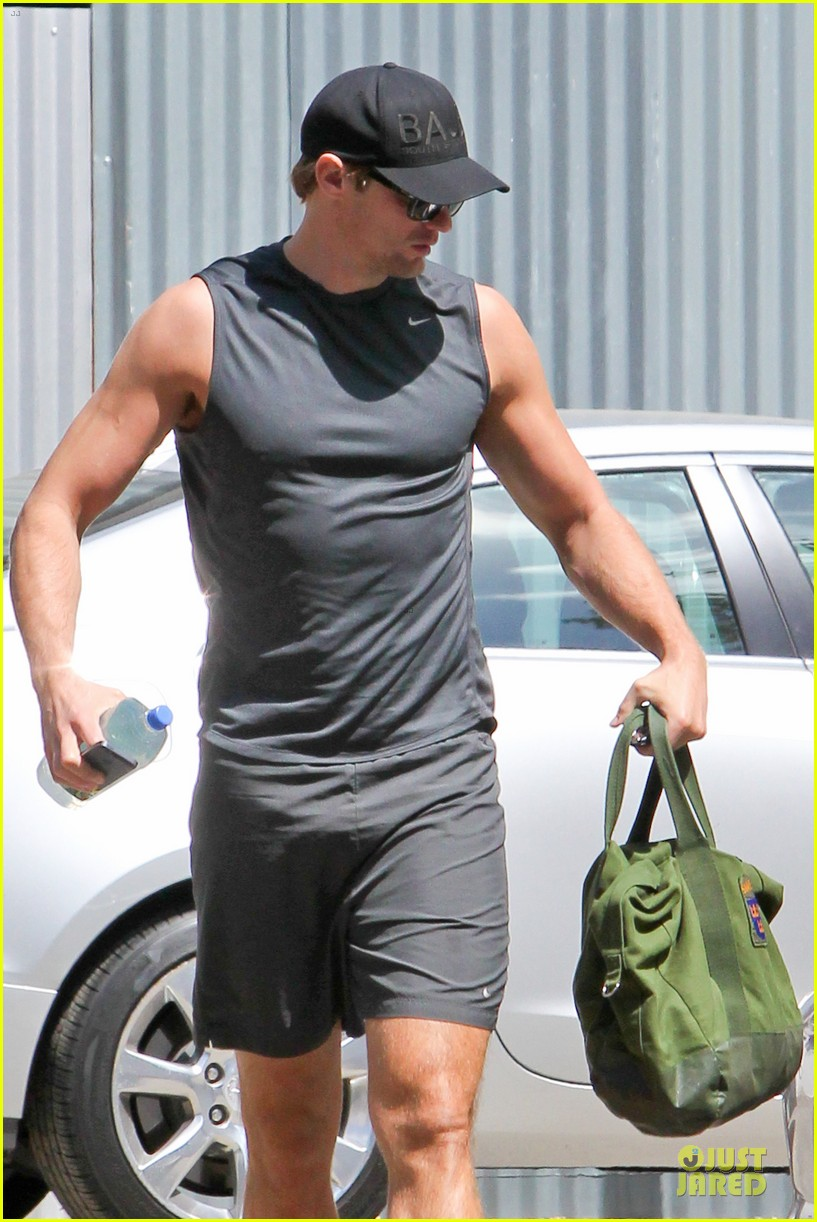 alexander skarsgard toned ready gym workout 02