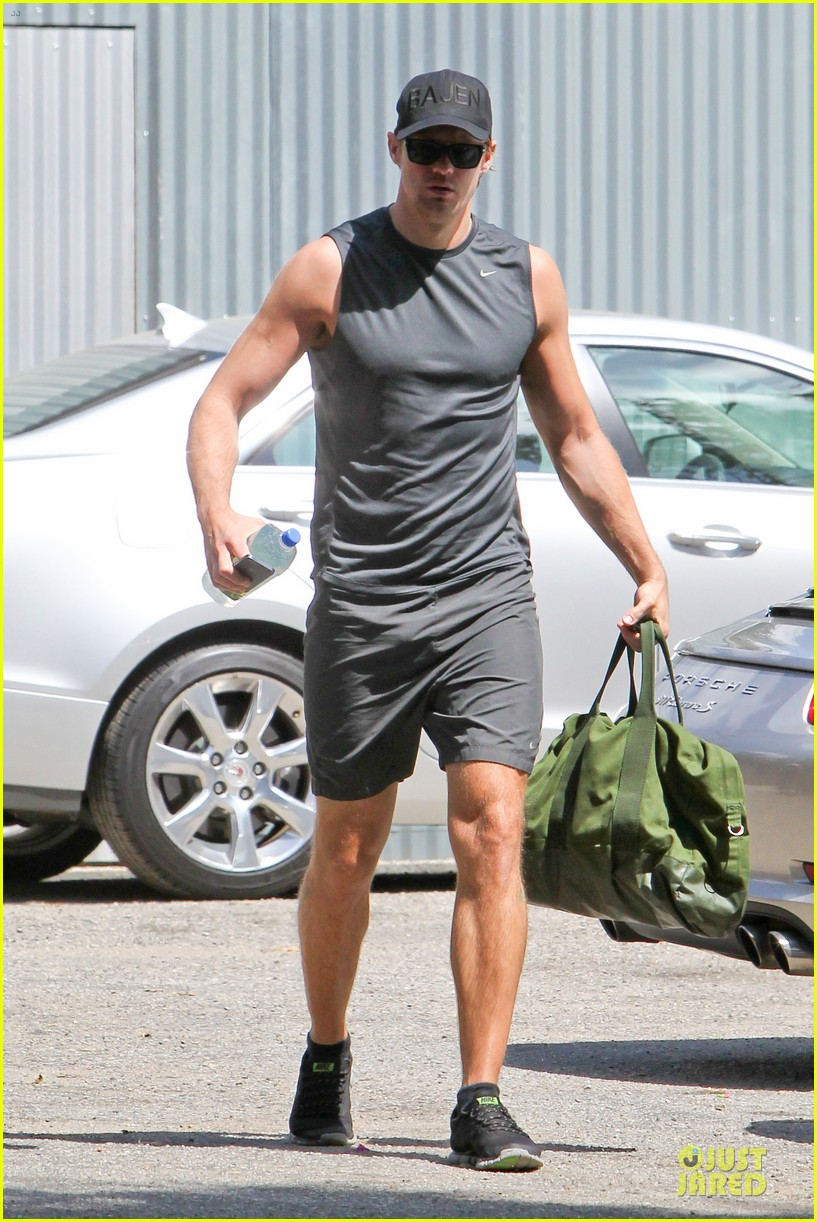 alexander skarsgard toned ready gym workout 033082443