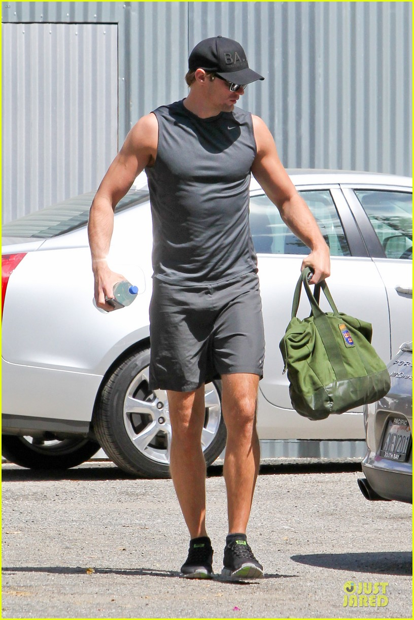 alexander skarsgard toned ready gym workout 103082450