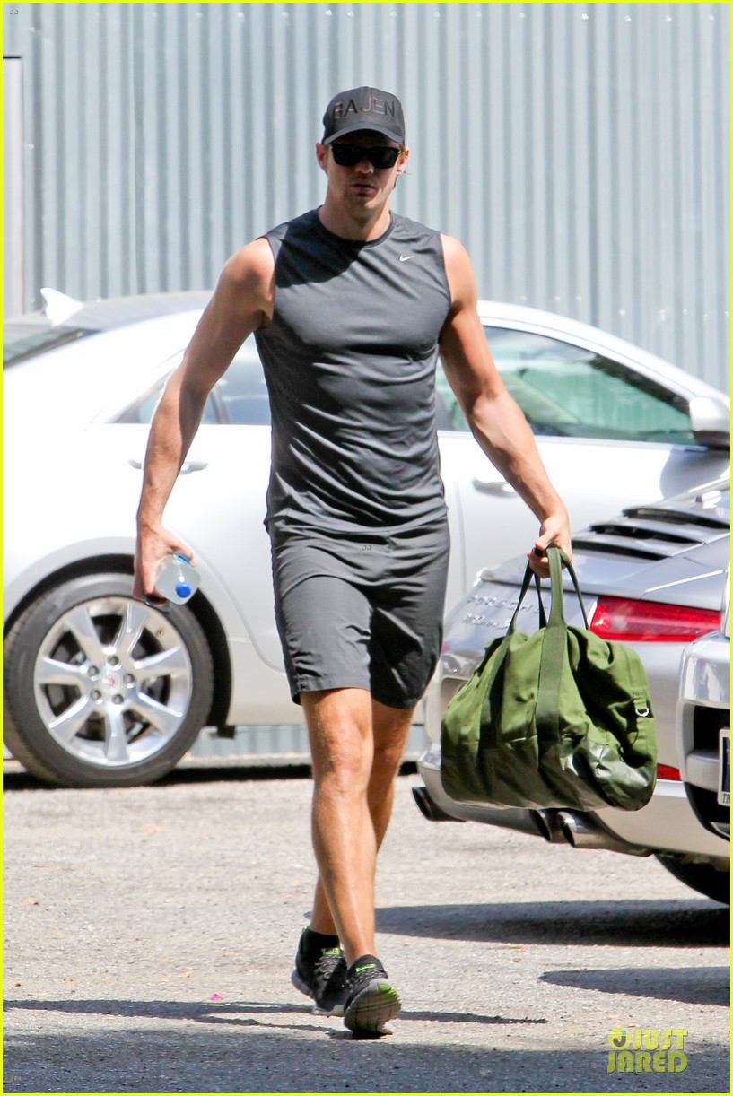 alexander skarsgard toned ready gym workout 12