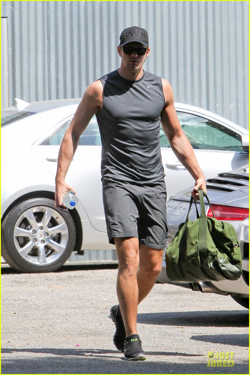 alexander skarsgard toned ready gym workout 13