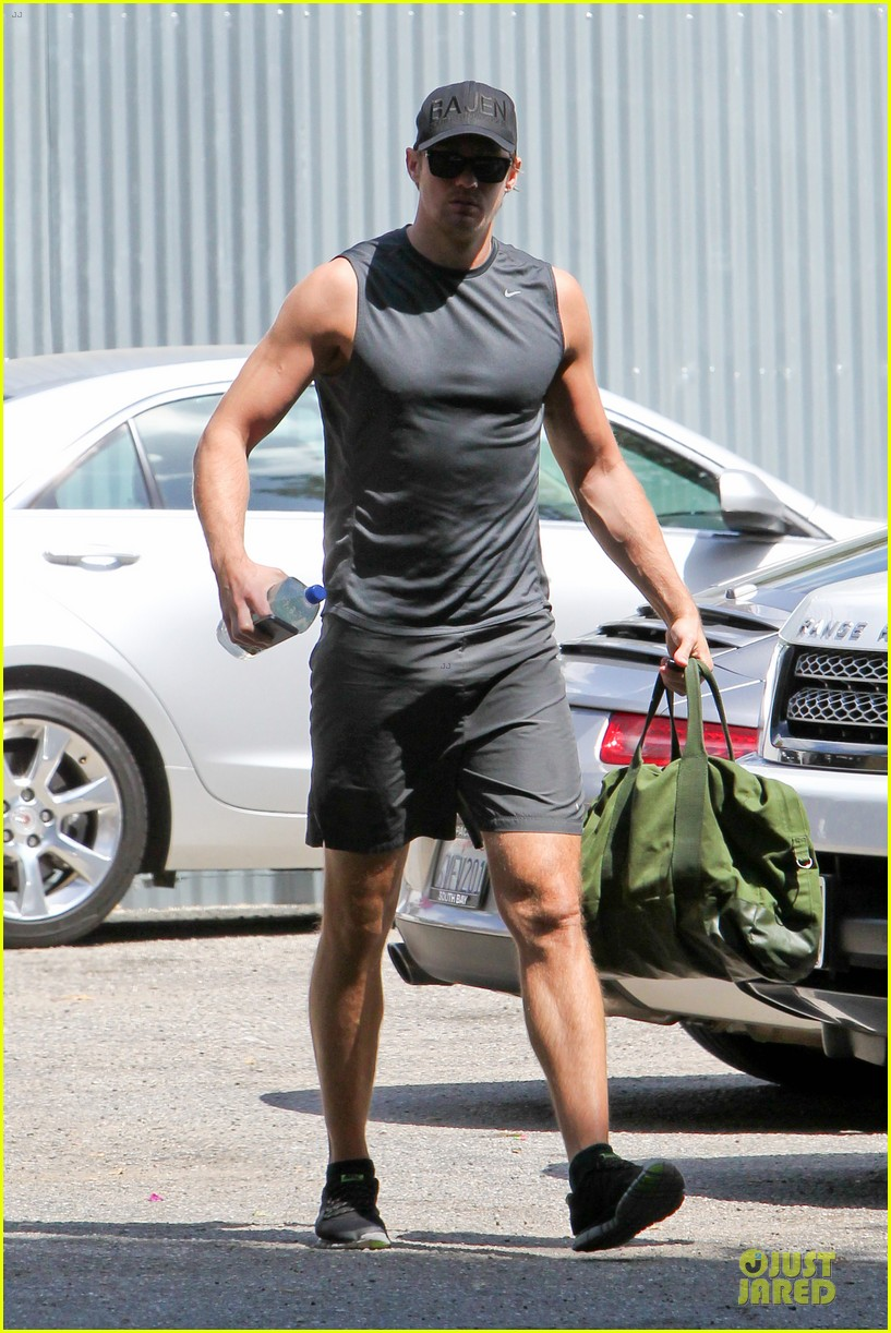 alexander skarsgard toned ready gym workout 17