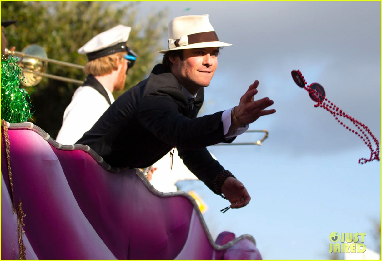 Ian Somerhalder Amp Norman Reedus Throw Mardi Gras Beads In