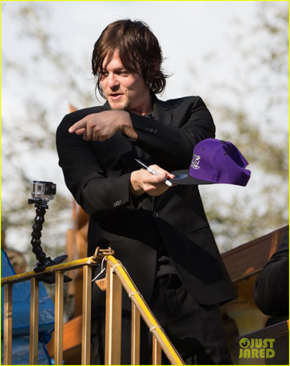 ian somerhalder norman reedus throw mardi gras beads in new orleans 22