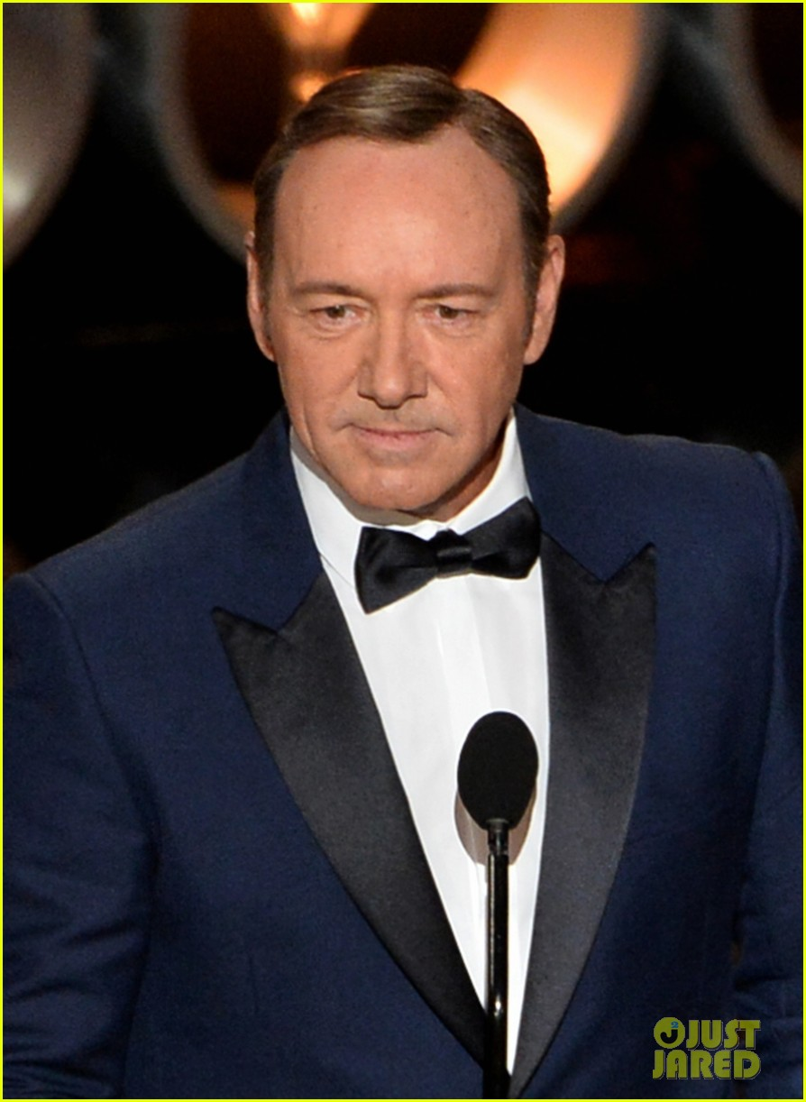 kevin spacey oscars 2014 red carpet 03