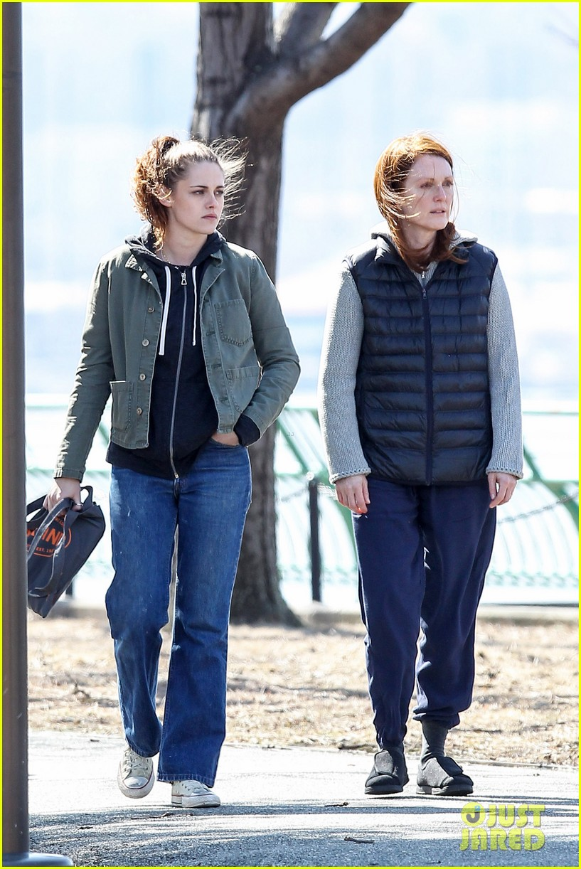 kristen stewart julianne moore film serious scene for still alice 043072006