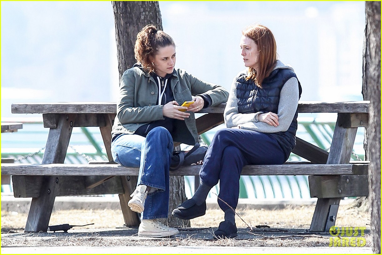 kristen stewart julianne moore film serious scene for still alice 053072007