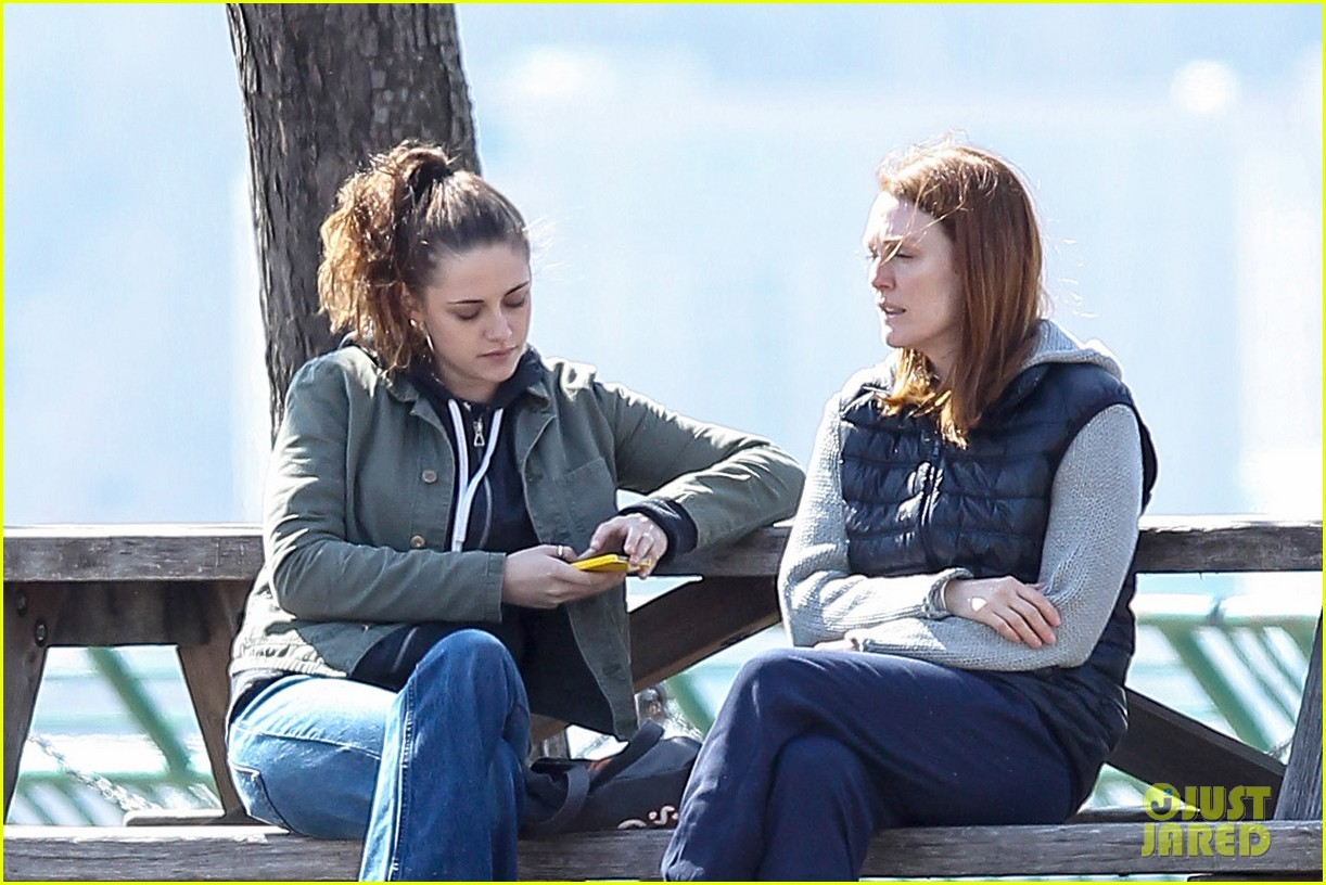 kristen stewart julianne moore film serious scene for still alice 093072011