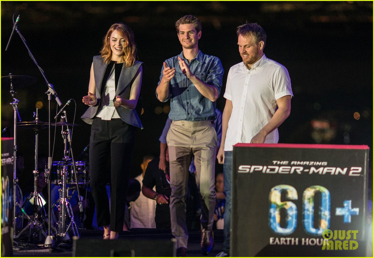 emma stone andrew garfield hold hands at earth hour kick off 203081091