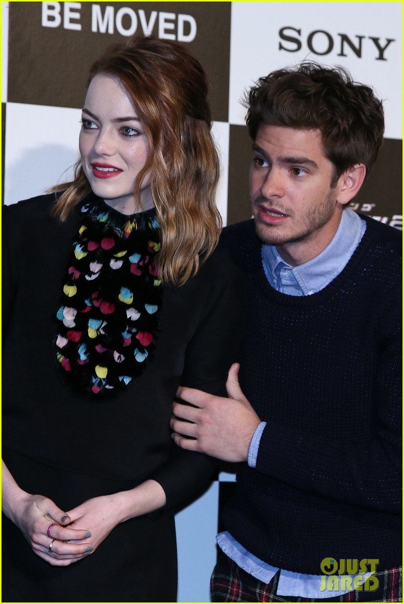 emma stone andrew garfield hit tokyo for amazing spider man 2 press conference 03