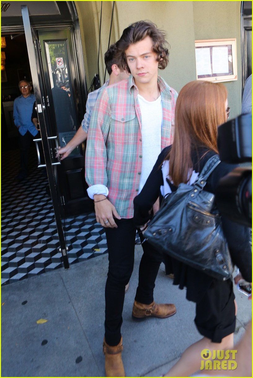 harry styles lunches in los angeles without one direction 25