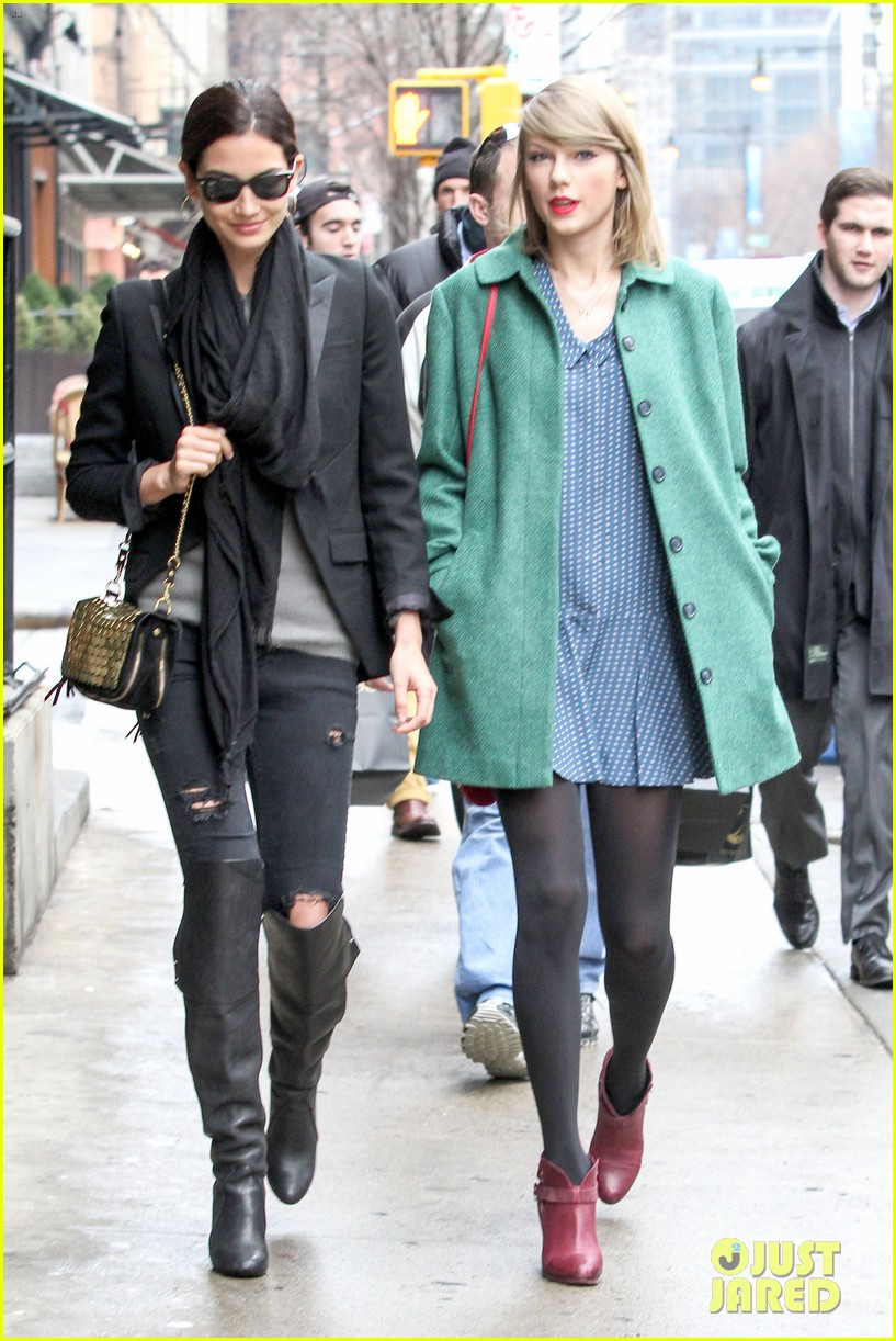 taylor swift grabs lunch with model lily aldridge 05