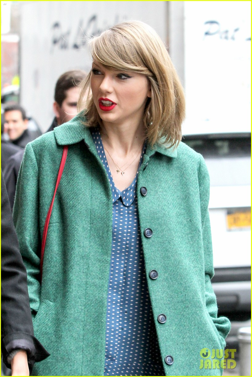 taylor swift grabs lunch with model lily aldridge 173080638