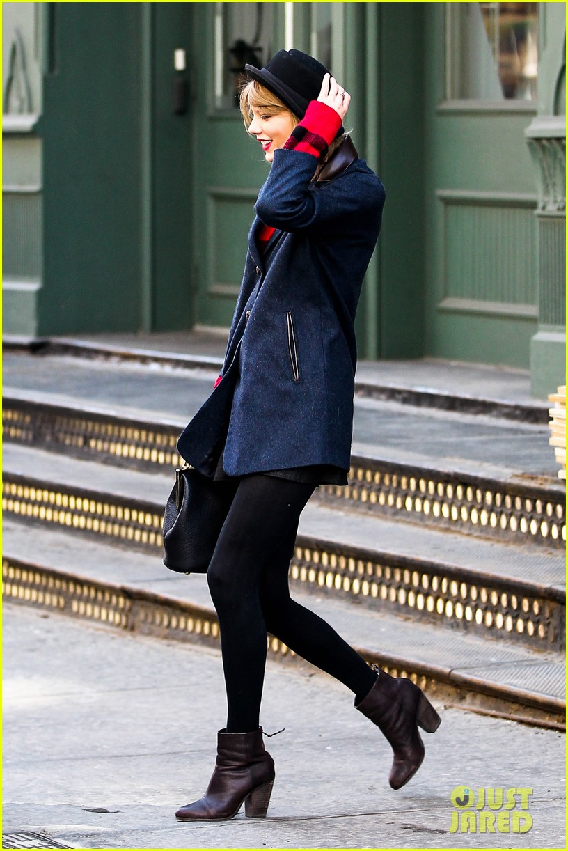 taylor swift holds onto her hat before it flies off her head 08