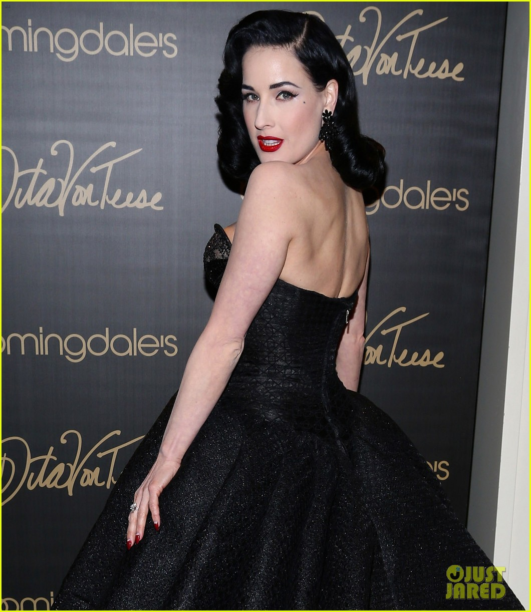 dita von teese stuns at her bloomingdales lingerie collection launch 04