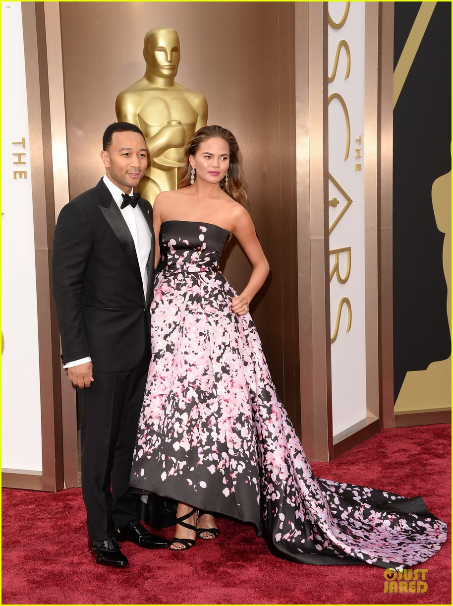 chrissy teigen john legend oscars 2014 red carpet 01