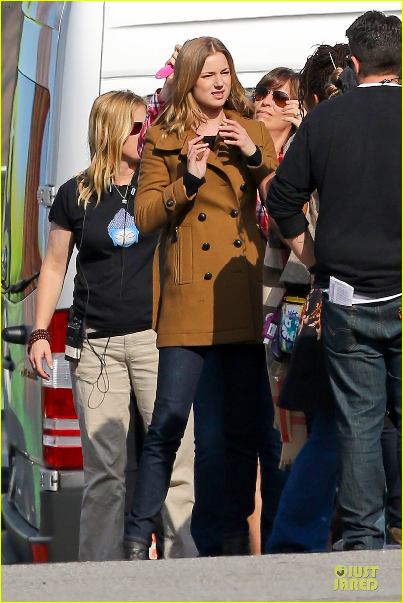 emily vancamp josh bowman wrapped up 16