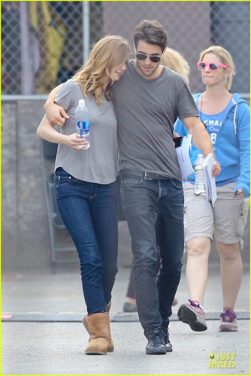 emily vancamp josh bowman wrapped up 19