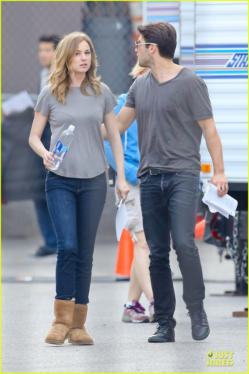 emily vancamp josh bowman wrapped up 27