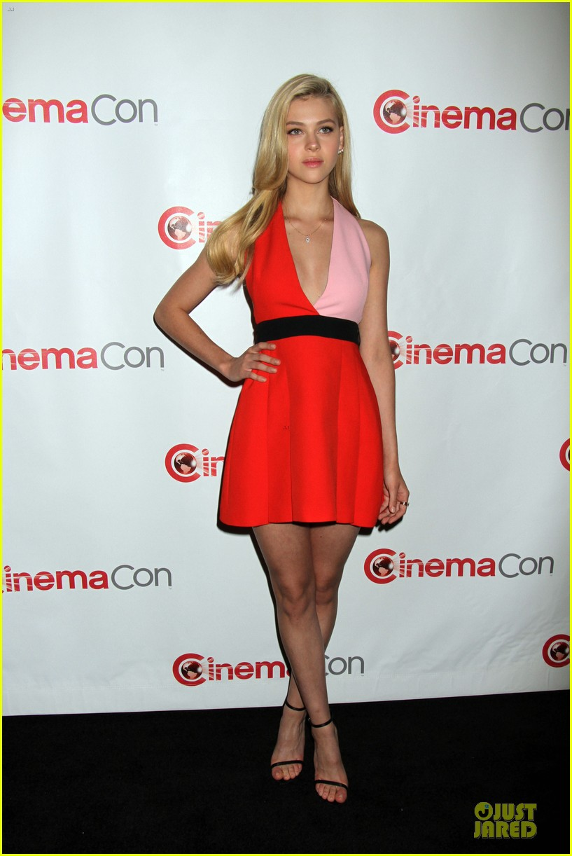 mark wahlberg nicola peltz transformers 4 cinemacon 01