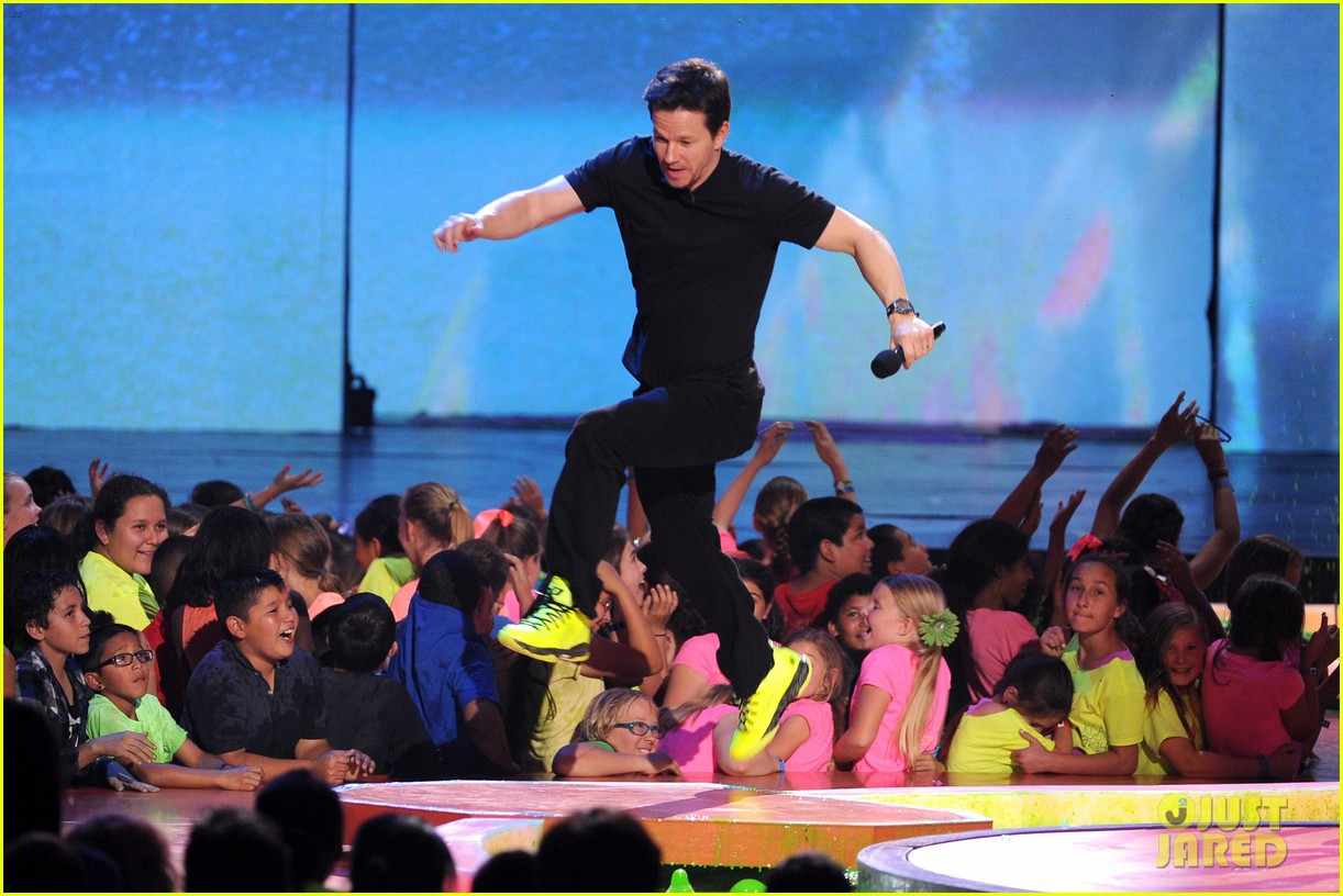 mark wahlberg kids choice awards 2014 09