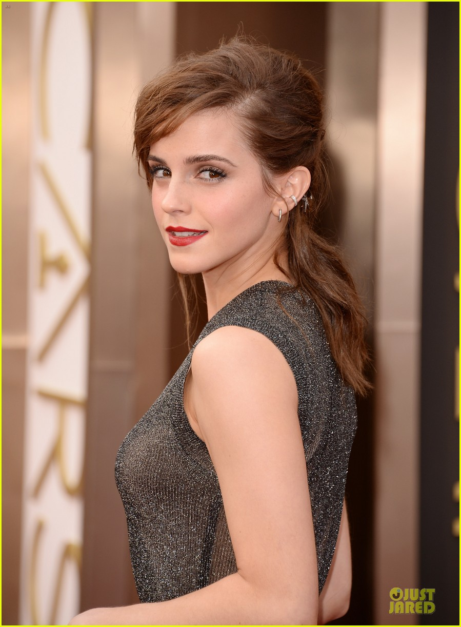 emma watson rocks metallic on oscars 2014 red carpet 02
