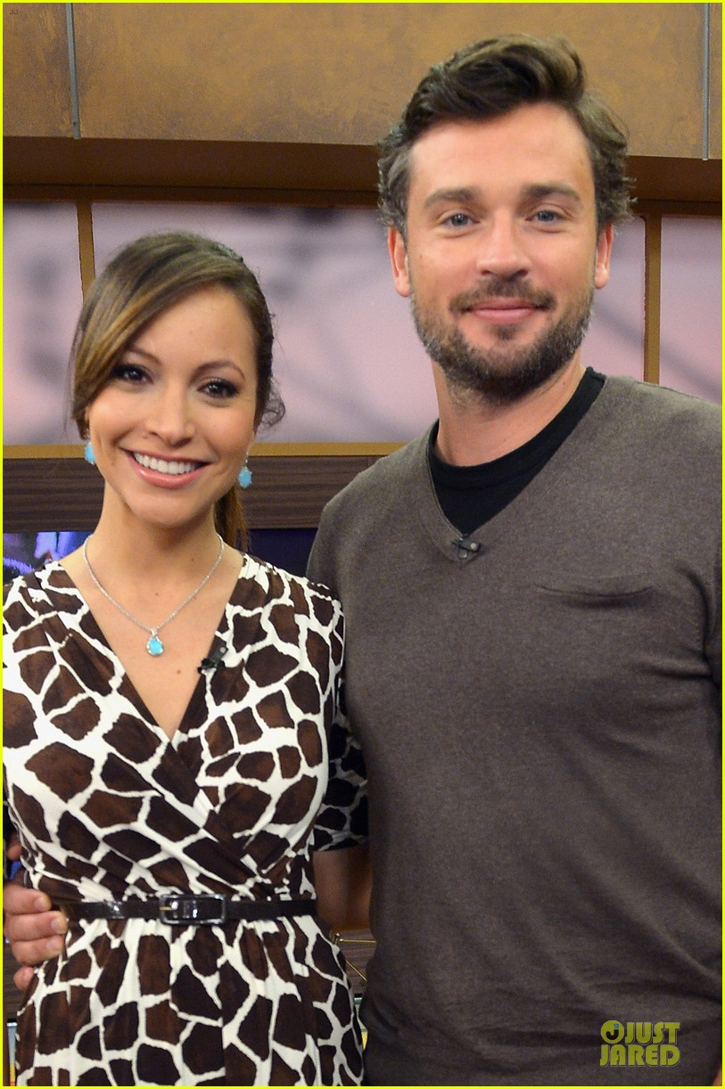 tom welling scruffy sexy on despierta america 02
