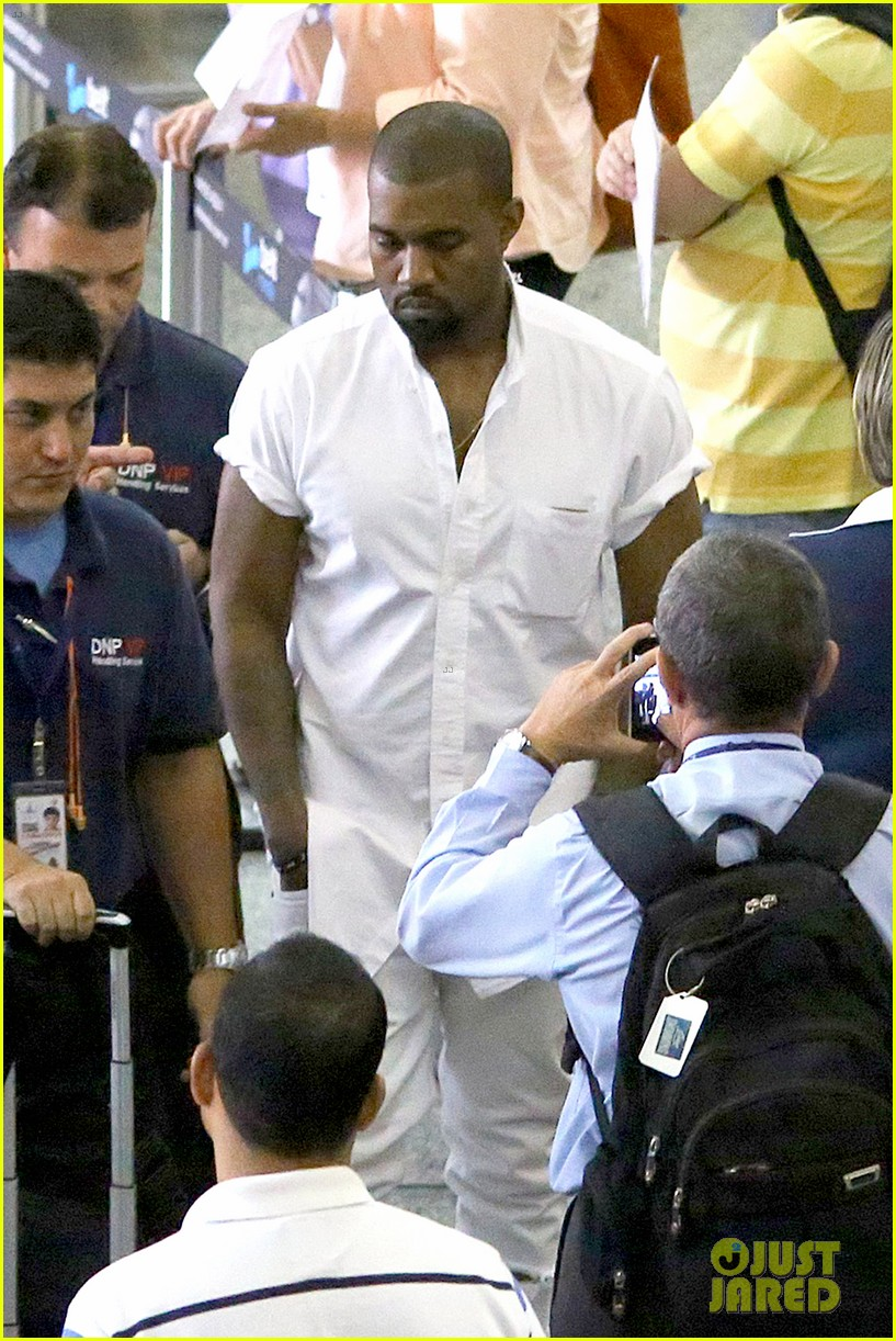 kanye west helicopter tour rio 09