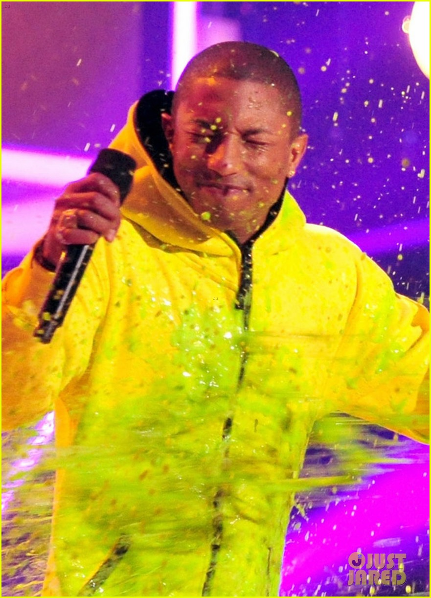 pharrell williams slimed kids choice awards 2014 02