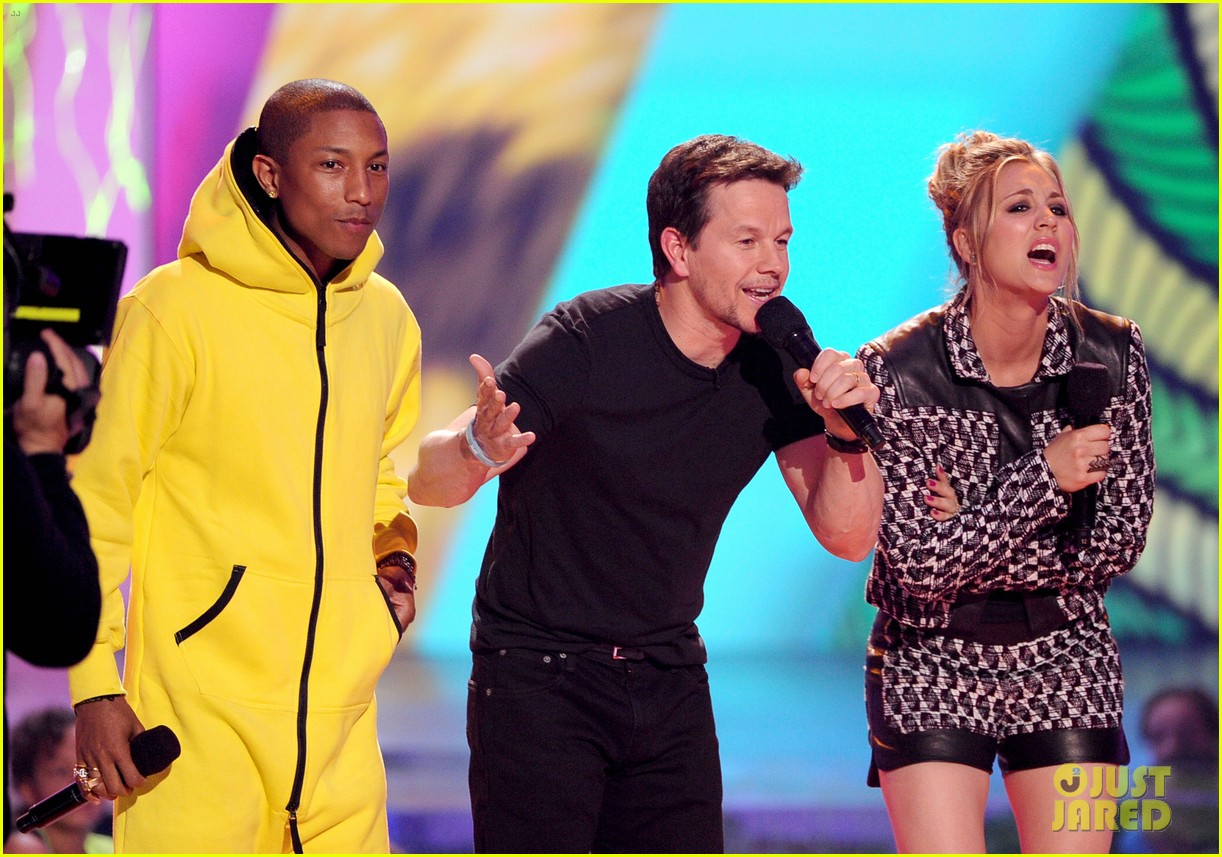 pharrell williams slimed kids choice awards 2014 073081292