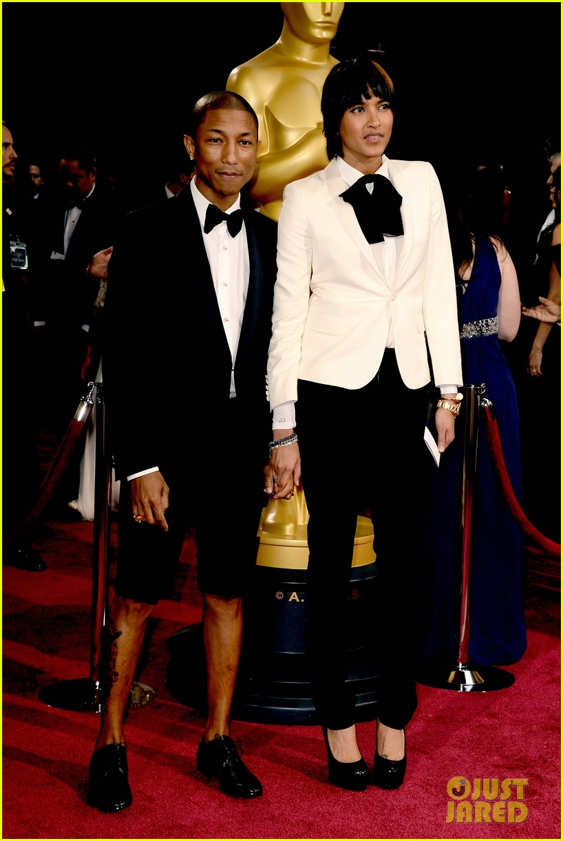 pharrell williams wear shorts on oscars 2014 red carpet 04