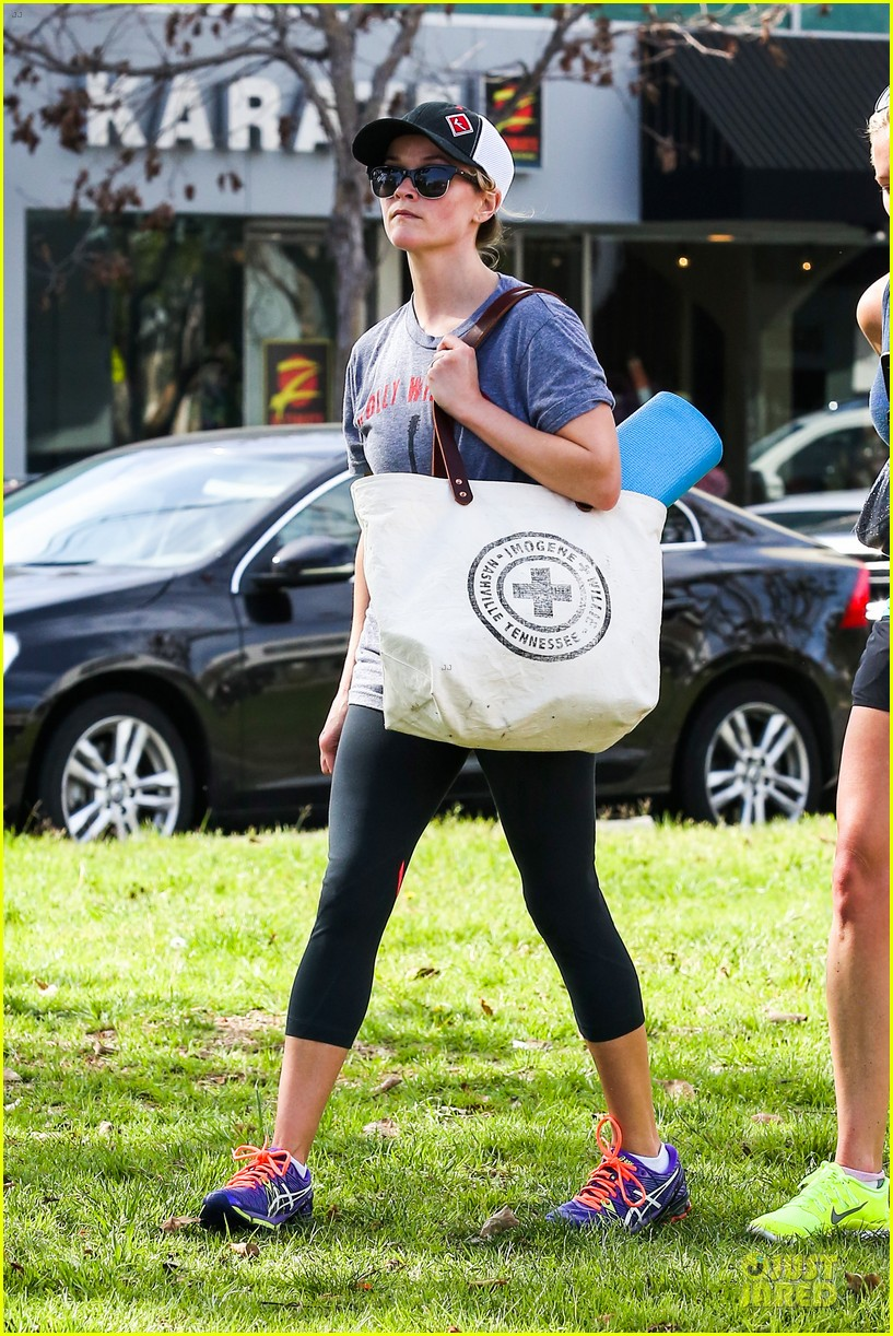 reese witherspoon breaks a sweat with parking ticket 10