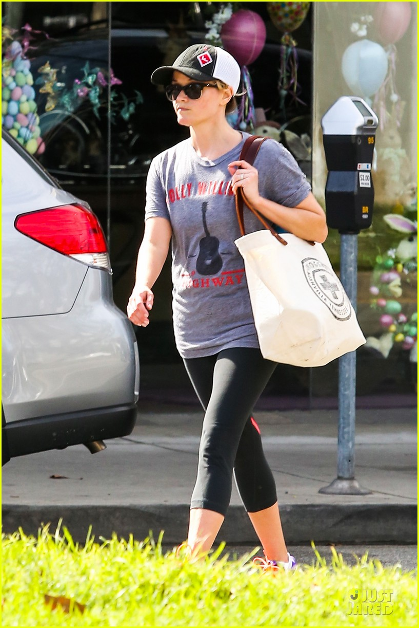 reese witherspoon breaks a sweat with parking ticket 12