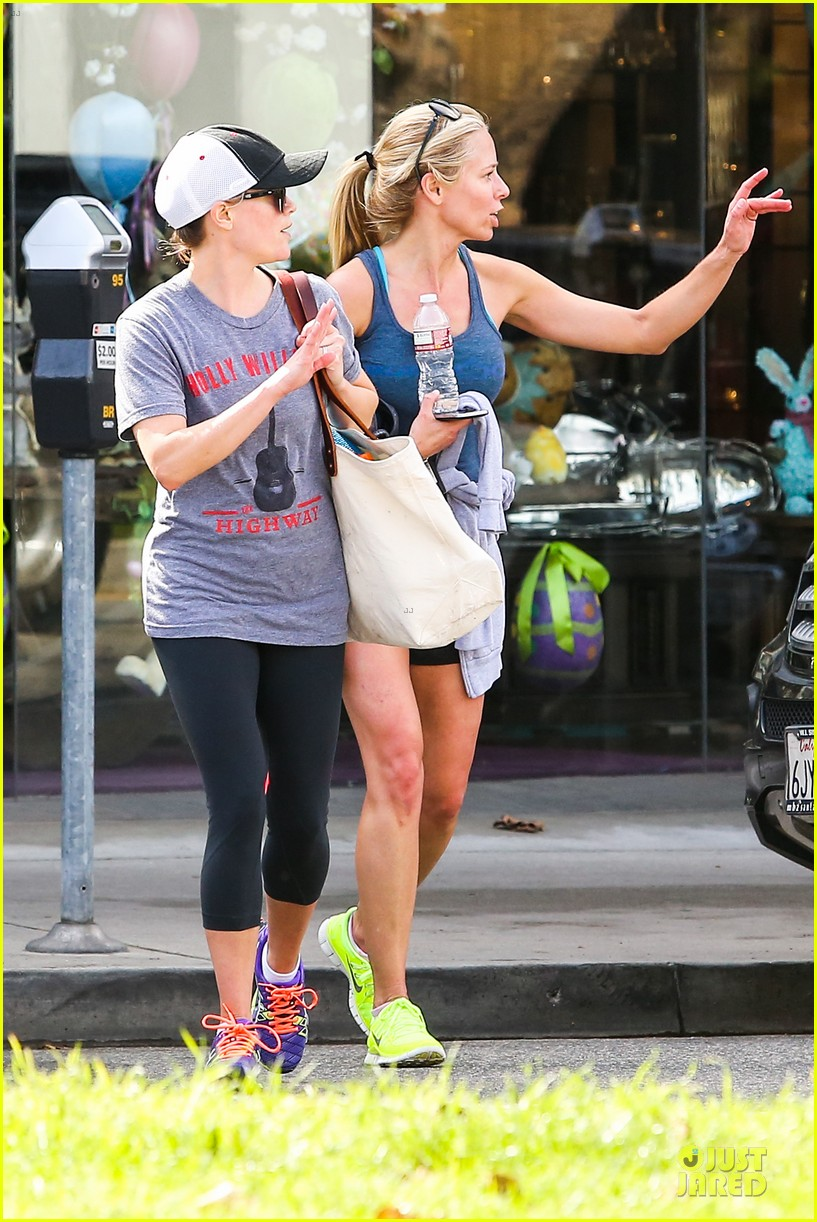 reese witherspoon breaks a sweat with parking ticket 15